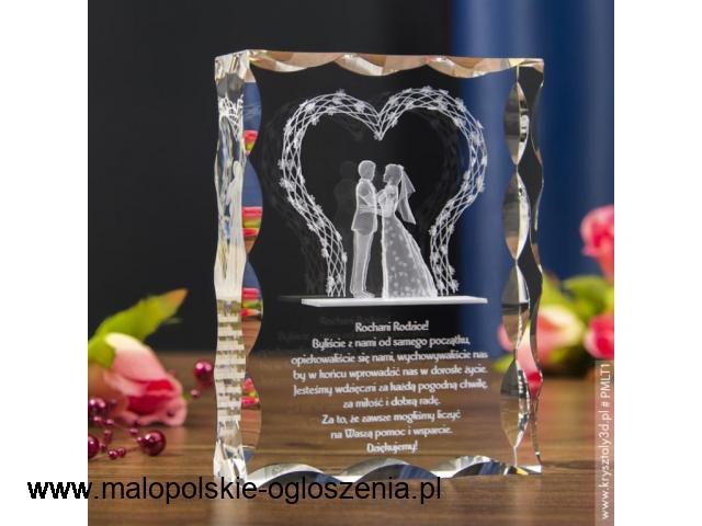 Kryształ 3D z motywem Pary Młodej na prezent dla rodziców
